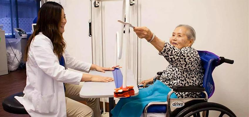 Rehab therapist with an elderly Korean woman