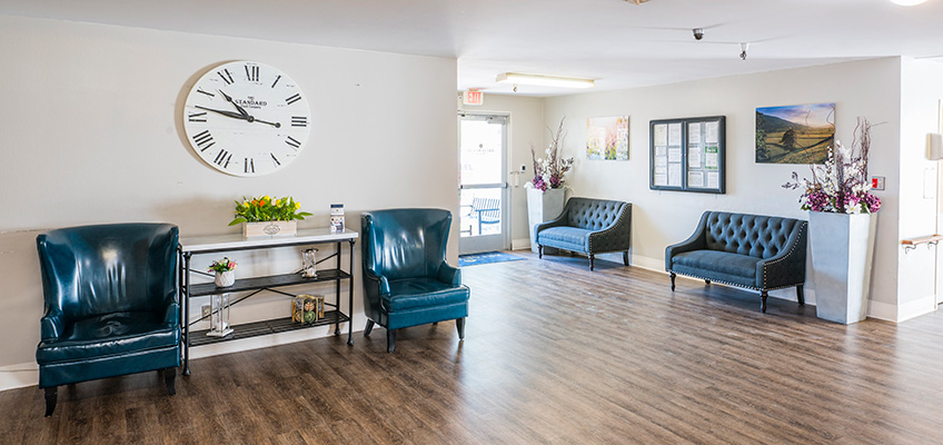 front lobby and soft seating at Briarwood Post Acute