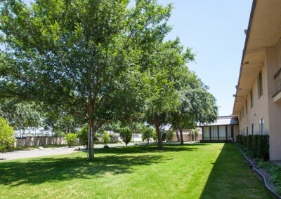 Citrus Nursing Center front of facility, green grass and trees