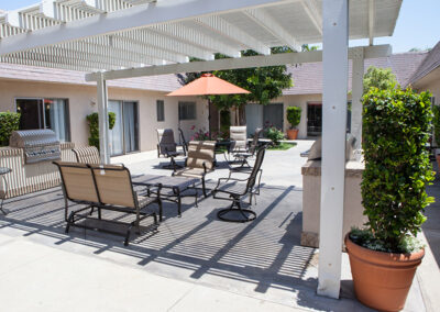 Citrus Nursing Center shaded and covered outdoor seating