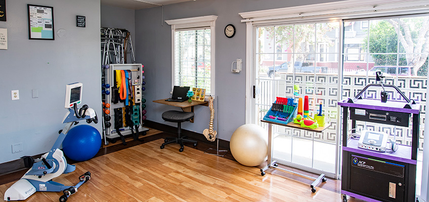 rehab gym at Country Oaks care center