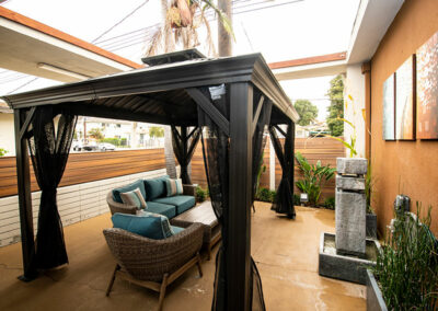 Del Mar outdoor shaded seating area