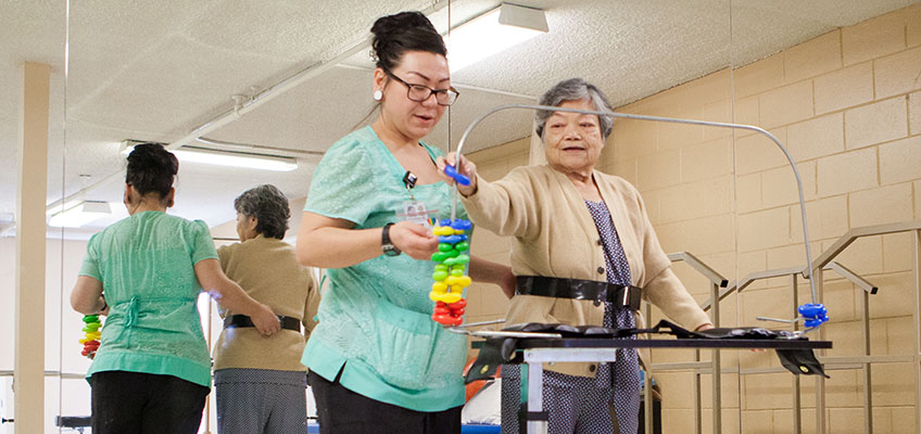 Del Mar rehab therapist with an elderly resident
