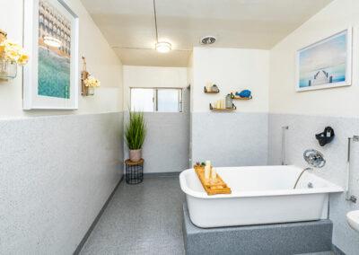 Paramount Convalescent Hospital bathroom